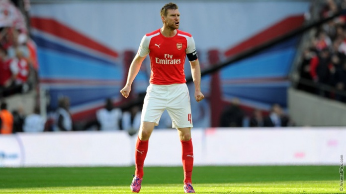 gun__1429524372_mertesacker_reading