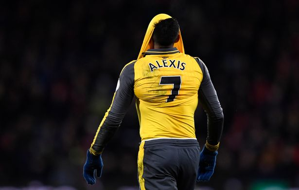 arsenals-alexis-sanchez-looks-dejected