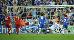 SPT_GCK_190512_Champions League Final 2012, FC Bayern Munchen v Chelsea FC, Munich, Petr Cech saves a penalty kick from Robben