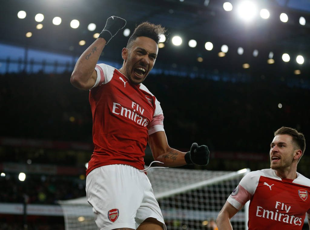 Célébration d'Aubameyang après son penalty (Photo by Ian KINGTON / IKIMAGES / AFP)