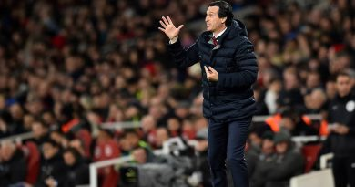 Arsenal's Spanish head coach Unai Emery shouts instructions to his players from the touchline during the English Premier League football match between Arsenal and Newcastle United at the Emirates Stadium in London on April 1, 2019. (Photo by Glyn KIRK / AFP) / RESTRICTED TO EDITORIAL USE. No use with unauthorized audio, video, data, fixture lists, club/league logos or 'live' services. Online in-match use limited to 120 images. An additional 40 images may be used in extra time. No video emulation. Social media in-match use limited to 120 images. An additional 40 images may be used in extra time. No use in betting publications, games or single club/league/player publications. /         (Photo credit should read GLYN KIRK/AFP/Getty Images)