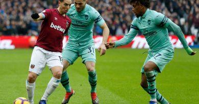 Nasri face à la défense d'Arsenal